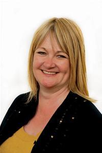 Cllr Lynda Jones: Executive Member for Commissioning.